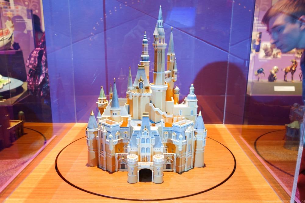 上海ディズニーランドのシンボル、Enchanted Storybook Castle