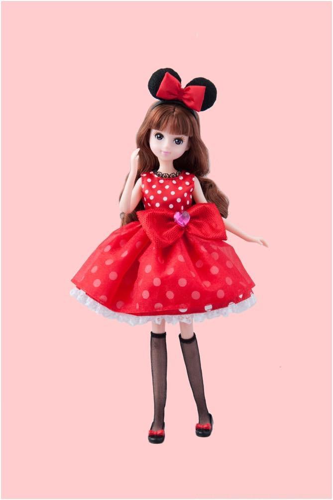 ミニーマウスをイメージした洋服の女の子 3600円 (c)Disney