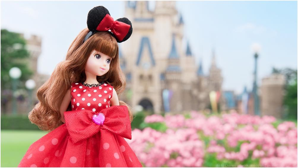 ミニーマウスをイメージしたお洋服を着た女の子 (c)Disney