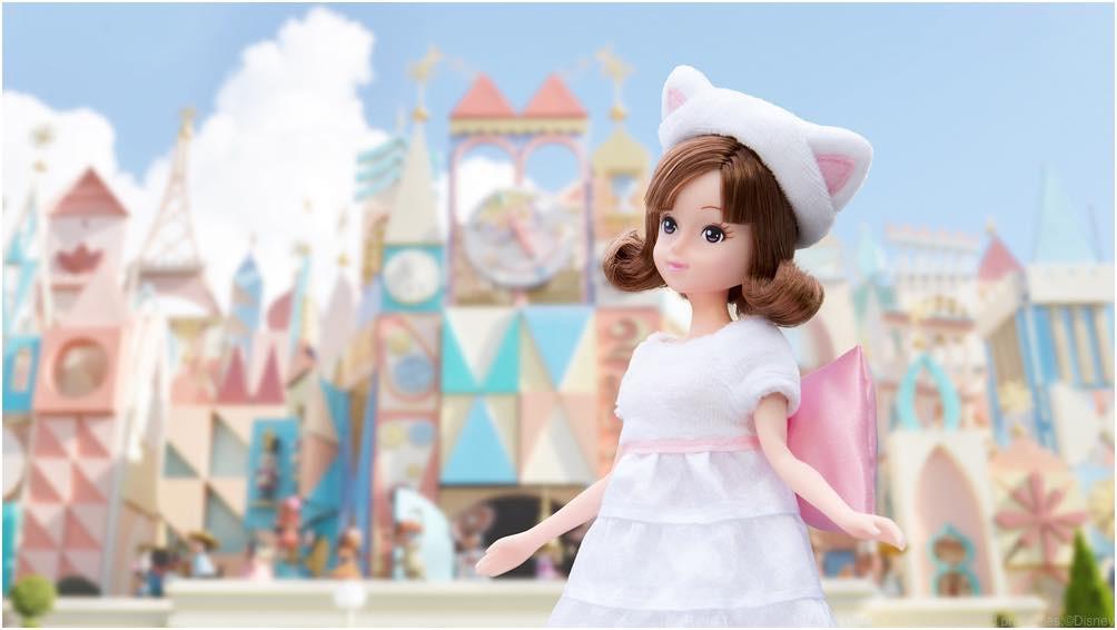 マリーをイメージしたお洋服を着た女の子 (c)Disney