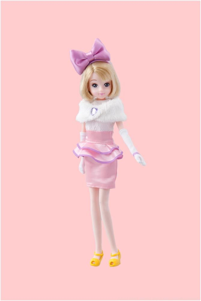 デイジーダックをイメージした洋服の女の子 3600円 (c)Disney