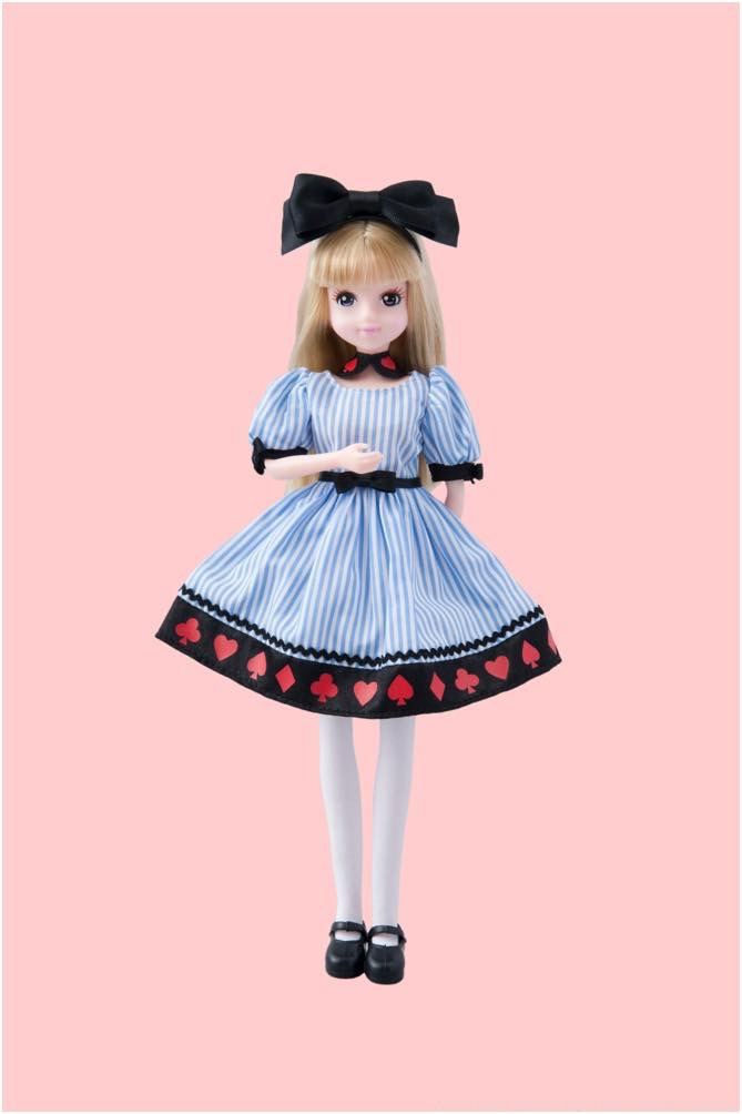 アリスをイメージした洋服の女の子 3600円 (c)Disney