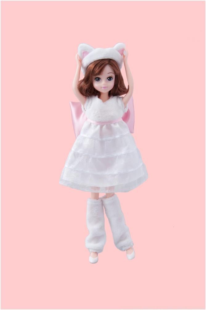 マリーをイメージした洋服の女の子 3600円 (c)Disney