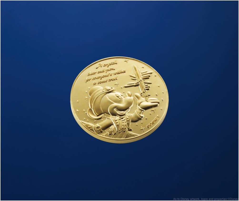 純金製メダル 直径 45mm 重さ 88g オリジナル専用ケース入り 150万円(ご購入には事前予約が必要です) (c)Disney