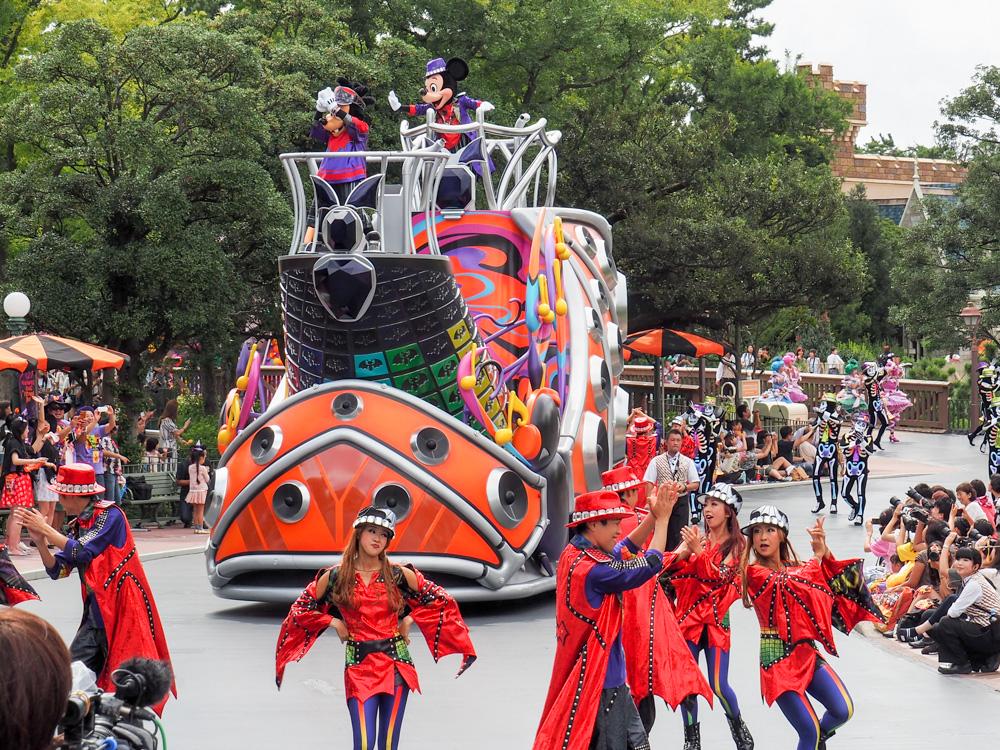 東京ディズニーランド側パレード「ハロウィーン・ポップンライブ」