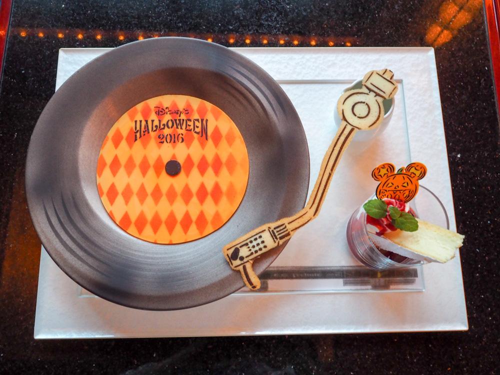 ディズニーアンバサダーホテルのデザートセットはレコード盤