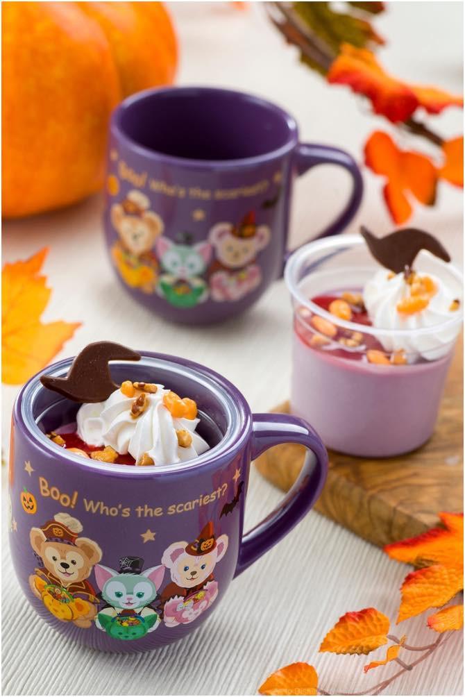 紫イモのムース、スーベニアカップ付き 1個880円 (c)Disney