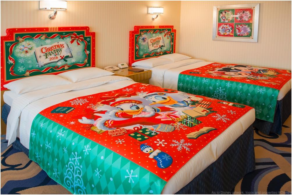 ベッドのデコレーション (c)Disney