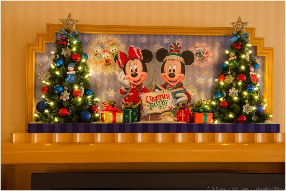 テレビ台のオブジェ (c)Disney