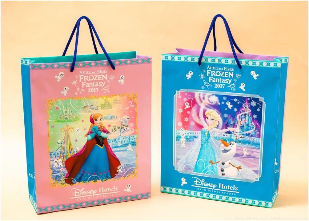 期間限定デザインのペーパーバッグ (c)Disney