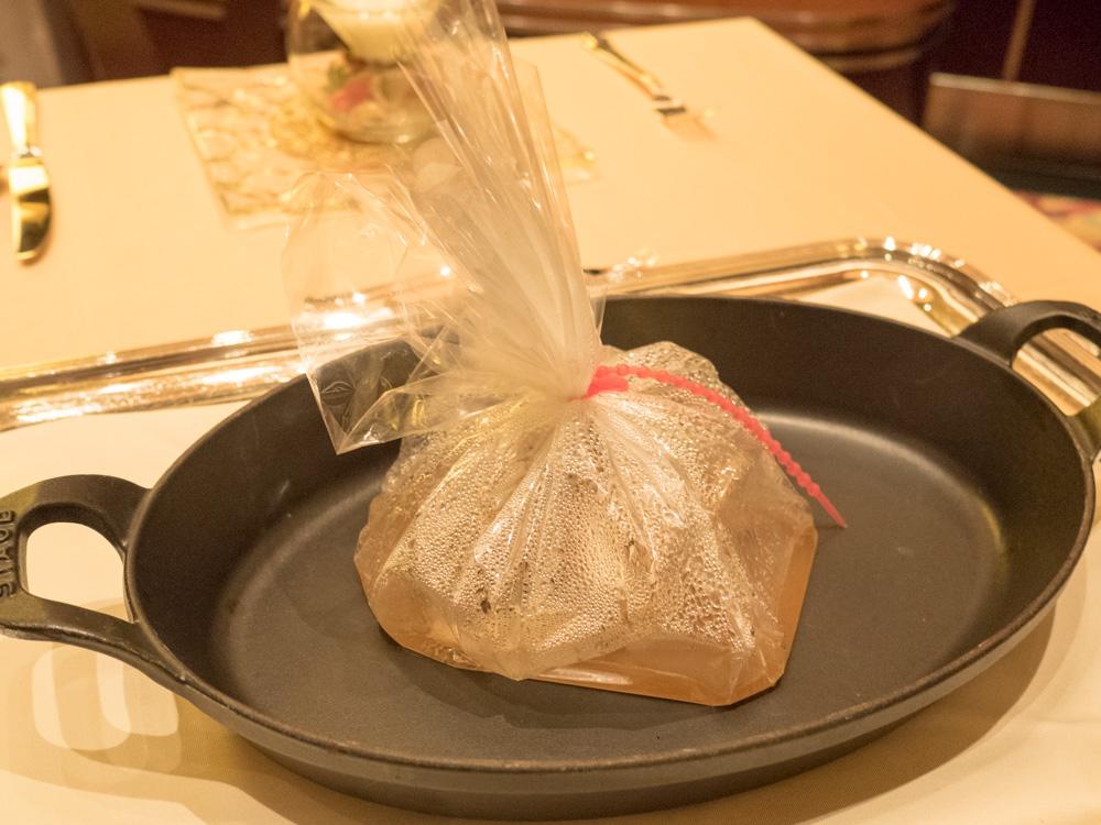 鬼カサゴと松茸の包み焼き 香りを楽しむ一皿