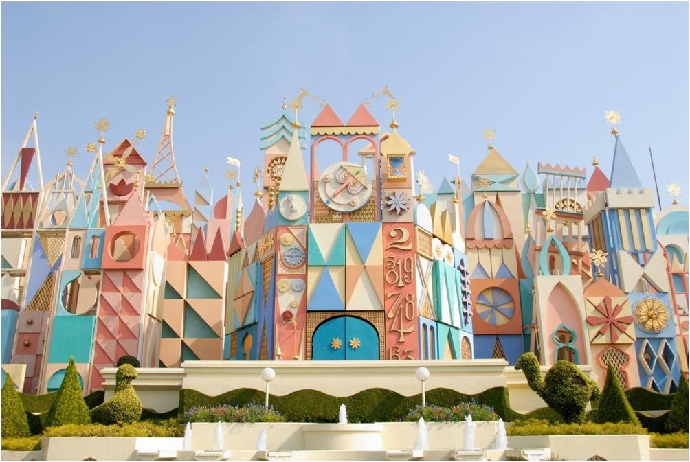 イッツ・ア・スモールワールドの外観イメージ (c)Disney