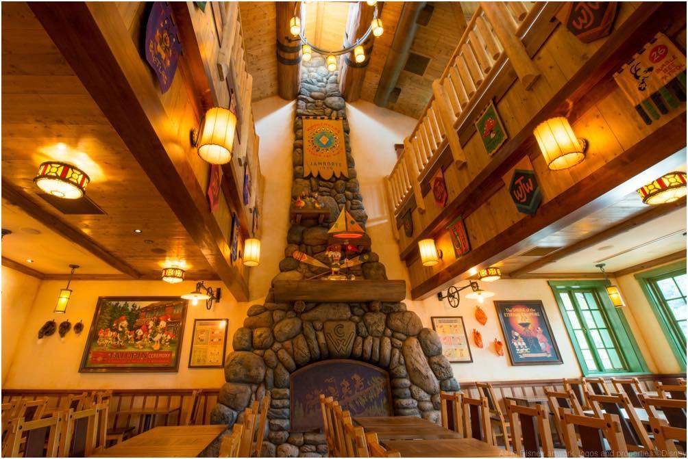 キャンプ・ウッドチャック・キッチン 1階内観  (c)Disney